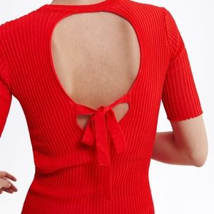 Zara Red T-SHIRT WITH BACK OPENING 241/n
